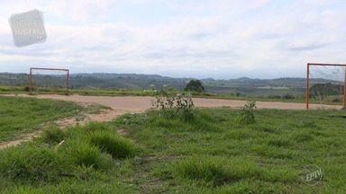 Moradores denunciam atrasos na entrega de imóveis em Campinas - Terrenos vendidos ficam localizados na Vila Padre Anchieta, Jardim San Diego e no Jardim do Lago 2.