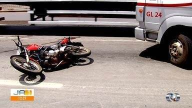 Motociclista morre após acidente na BR-153, em Goiânia - Trânsito no local fica lento já que parte da pista está interditada.