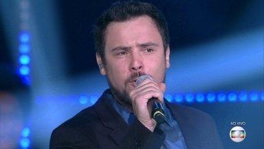 Sergio Guizé canta 'Menina Linda' - Ele encanta com Rock da Jovem Guarda