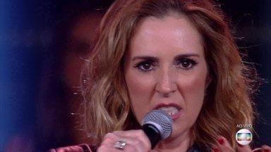 Renata Capucci canta 'Garganta' - Ela surpreende e é aplaudida de pé
