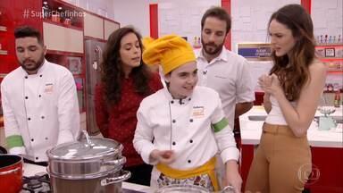 Programa de 09/10/2018 - Ana Maria Braga apresenta o segundo dia do reality 'Super Chefinhos'. Guilherme Martinez e Xande Valois vão para a repescagem e a galera tem um workshop sobre frangos com a chef Bárbara Verzola