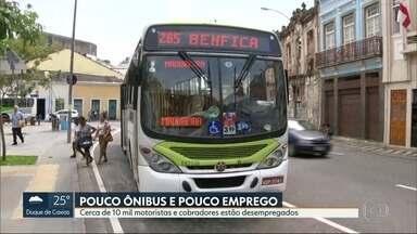 Motoristas e cobradores de ônibus desempregados esperam a recuperação do setor - São quase 10 mil trabalhadores que perderam os empregos com a falência de empresas de ônibus e o fim de algumas linhas.