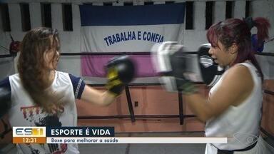 Mulheres lutam box para melhorar a saúde, em Vila Velha - O esporte foi uma alternativa para combater o sedentarismo.