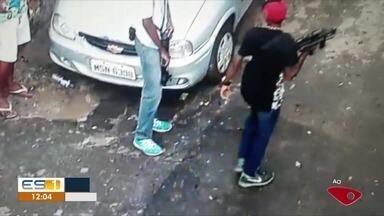Criminosos ostentam armas e desafiam polícia em morro de São Benedito em Vitória, ES - Os registros são das câmeras da prefeitura de Vitória.