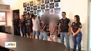 Polícia detém quatro amigos suspeitos de matar motorista de app a pedradas, em Goiás - Grupo estava em um bar usando drogas, após briga, amiga chamou Kléber Siqueira para uma corrida.