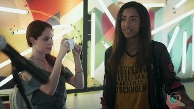 Jade convida os Tales de Mileto para tocarem em seu clipe - Fabiana acompanha a 'nova amiga' para registrar a reação da galera