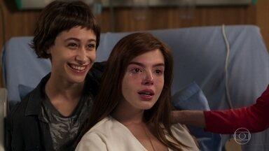 Médico anuncia que Rochelle vai poder se tratar em casa - Manu cuida da irmã e relembra com carinho do passado