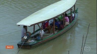 Raio atinge embarcação escolar no Acre e causa quatro mortes - O condutor do barco e três estudantes que estavam a bordo do barco no Rio Purus morreram. Cinco crianças sobreviveram à descarga elétrica.