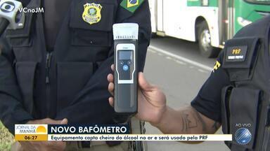 Polícia Rodoviária utiliza novo bafômetro que consegue captar o nível de álcool pelo ar - Confira a novidade que já esta em uso pela PRF.