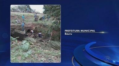 Estrada rural de Maracaí está há seis anos sem melhorias - A estrada fica no Bairro Água da Pitangueira e com as chuvas dos últimos dias, ficou tomada pela lama. A comunidade reivindica melhorias da prefeitura há seis anos, mas até agora, nada foi feito.