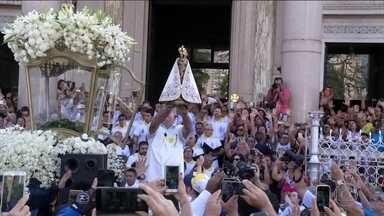 Em Belém, fiéis acompanham primeira das 12 procissões do Círio de Nazaré - Começaram as celebrações do Círio de Nossa Senhora de Nazaré, que existe há 226 anos. A imagem da santa percorreu 50 quilômetros.