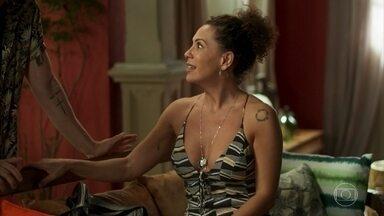 Cacau comemora a notícia de que Valentim é seu sobrinho - Ícaro e Manu perguntam por Luzia