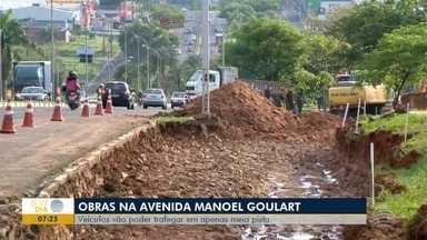 Trânsito na AV. Manoel Goulart fica complicado devido a obras - Trabalho é referente à adequação de uma rotatória.