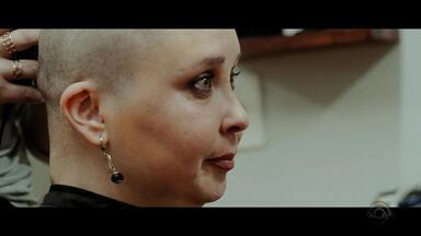 Exemplo de superação, mãe enfrenta câncer de mama durante a gravidez - Assista ao vídeo.