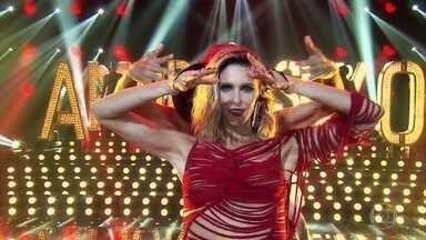 """Fernanda Lima abre o 'Amor & Sexo' com muito amor - Apresentadora e músicos cantam """"Amor"""" e ela apresenta os jurados e convidados"""