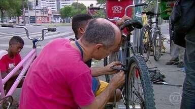 ONG faz ação para instalar equipamentos de seguranças em bicicletas no Recife - Muitos ciclistas não realizam manutenção nas bicicletas.
