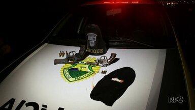 Dois homens morrem durante confronto com a polícia na PR-445 - O confronto foi depois que quatro homens roubaram um carro na Gleba Palhano.