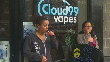 Moda perigosa: cigarros eletrônicos viram caso de polícia nos Estados Unidos - No Brasil, a comercialização dos cigarros eletrônicos é proibida pela Agência Nacional de Saúde.