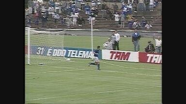 Você se lembra? Em tarde iluminada de Alex Alves, Cruzeiro goleia o Paraná por 5 a 2 - Você se lembra? Em tarde iluminada de Alex Alves, Cruzeiro goleia o Paraná por 5 a 2