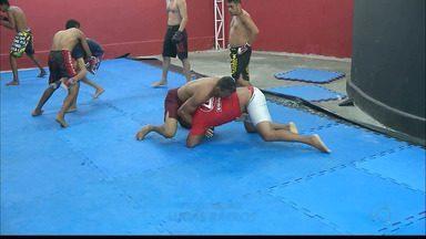 Lutador paraibano de MMA se divide entre o esporte e o trabalho para seguir nas lutas - Anderson Bad Boy trabalho como segurança, mas se dedica ao MMA e vai participar do Octagon Fight, em João Pessoa