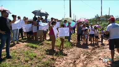 Moradores protestam contra Casa de Custódia no Jaboticabeiras, em Umuarama - Eles não querem que a nova Casa de Custódia seja construída em um terreno que fica no bairro. Assunto será discutido na próxima segunda-feira, 29, em sessão extraordinária na Câmara.