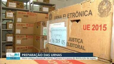 Urnas que serão usadas no 2º turno das eleições começam a ser transportadas em Campos - Assista a seguir.