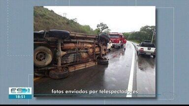 Carro capota na ES-080, em Colatina - Ninguém ficou ferido.