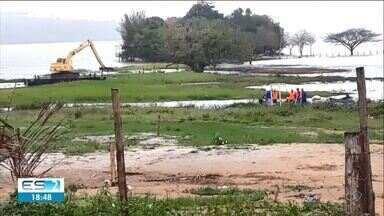 Trabalho de funcionários da Renova na Lagoa Juparanã intriga moradores de Linhares, ES - Renova informou que eles foram fazer um trabalho de remoção de plantas aquáticas, que estava autorizado.