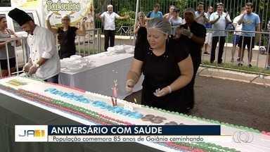 Corrida comemora aniversário de Goiânia - Participantes ganharam bolo e se exercitaram no Parque Areião.