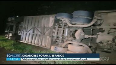 Jogadores de Campo Mourão são liberados do Pronto Atendimento - Seis jogadores ficaram feridos depois de um acidente durante a madrugada.