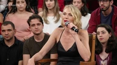 Shirley Mallmann diz que não se achava bonita quando adolescente - De passagem pelo Brasil, a modelo aceitou convite de Serginho para participar do programa