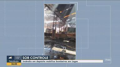 Incêndio em depósito mobiliza bombeiros em Lages - Incêndio em depósito mobiliza bombeiros em Lages