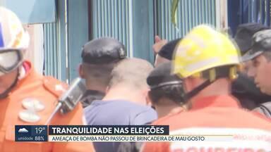 Eleições tranquilas no DF - A Secretaria de Segurança Pública registrou nove ocorrências. Seis pessoas foram detidas. Uma ameaça de bomba mobilizou policiais do Bope, mas tudo não passou de um susto.