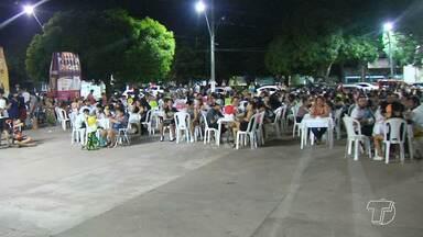 'Luau Animal' em prol dos animais reúne centenas de pessoas em Santarém - Evento ocorreu no fim de semana na Praça Barão de Santarém.