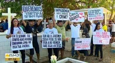 Pedido de justiça marca enterro de namorada de lutador do UFC que foi atropelada - Tieli Alves Medeiros foi enterrada neste domingo (28), no cemitério de Santana