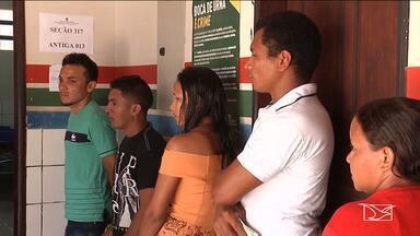 Eleitores encontraram dificuldades para chegar aos locais de votação em Timbiras - Na região dos cocais, moradores da zona rural tiveram dificuldade para chegar aos locais de votação e em algumas seções houve fila e demora na hora do voto.