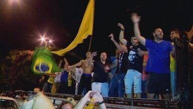 Moradores do Sul de Minas comemoram vitória de Jair Bolsonaro (PSL) nas eleições - Moradores do Sul de Minas comemoram vitória de Jair Bolsonaro (PSL) nas eleições