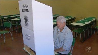 Eleitores de Bauru e região não encontram problemas na hora de votar - Muitos eleitores acordaram cedo para votar em Bauru (SP). No entanto, não houve filas, nem ocorrências.