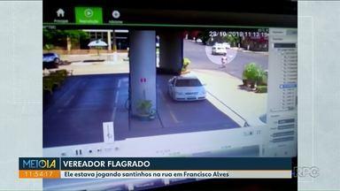 Vereador de Francisco Alves é flagrado jogando material eleitoral do carro - Ele pode responder por crime eleitoral.