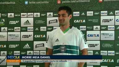 Ex-jogador do Coritiba é encontrado morto em São José dos Pinhais - Daniel Corrêa Freitas morreu após levar uma facada. Caso é investigado pela polícia.