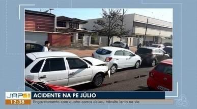 Acidente na avenida Padre Júlio atrapalhou o fluxo de trânsito em Macapá - Engavetamento com quatro carros deixou trânsito lento na Rodovia Duca Serra