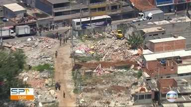 Prefeitura de SP e polícia fazem reintegração de posso em terreno na Zona Leste - A área de 31 mil metros quadrados fica no Jardim Santo André.