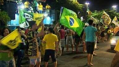 Eleitores de Bolsonaro festejam resultado das eleições em Aracaju - Eleitores de Bolsonaro festejam resultado das eleições em Aracaju.
