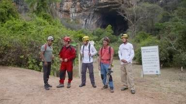 Hoje é dia de caverna: onde a terra ronca - Alexandre Henderson se junta a uma equipe de guias e espeleólogos para conhecer a Terra Ronca.
