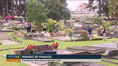 Cemitérios de Curitiba estão cheios desde cedo - Hoje (2) haverá missas durante todo o dia.