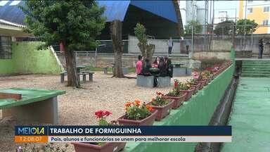 Pais, alunos e funcionários se juntam para melhorar estrutura de colégio estadual - Colégio Estadual Emílio de Menezes, no Capão Raso, foi reformado com a ajuda de todos.