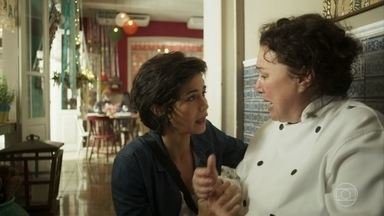 Maura informa à Nice que Rosa foi sequestrada - Nice conversa com Vicente no restaurante e Maura e Cacau chegam para dar a notícia do sequestro da irmã por Laureta.