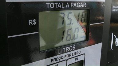 Redução no preço da gasolina já refletiu nas bombas, em Cascavel - O anúncio da redução foi feito pela Petrobras na semana passada.