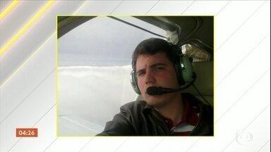 Piloto de pequeno avião que caiu no domingo (04), em Mato Grosso, passa bem - Ele estava desaparecido e foi resgatado em uma área de floresta.