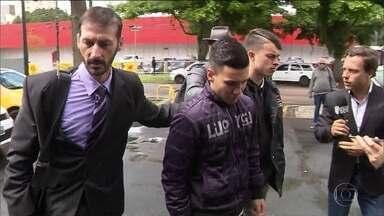 Mais dois suspeitos de participar da morte do jogador Daniel se entregam no PR - Mais dois suspeitos de envolvimento na morte do jogador Daniel Correa se entregaram à polícia. Ao todo, seis pessoas já estão presas, incluindo o assassino confesso.